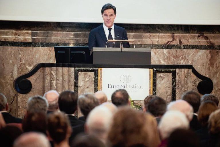 "Macht is ""geen vies woord"", vindt premier Rutte"
